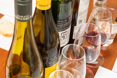 厳選した世界のワイン21種を味わい、実践知識が身に付く