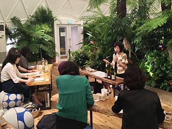 POLA×メルセデスベンツコネクションのトークイベント「POLA TALKER'S TABLE」にて、「ワインで磨く五感と表現力」というテーマで講演を行いました